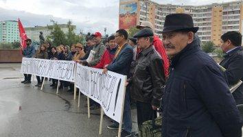 Митинг против повышения цен на бензин